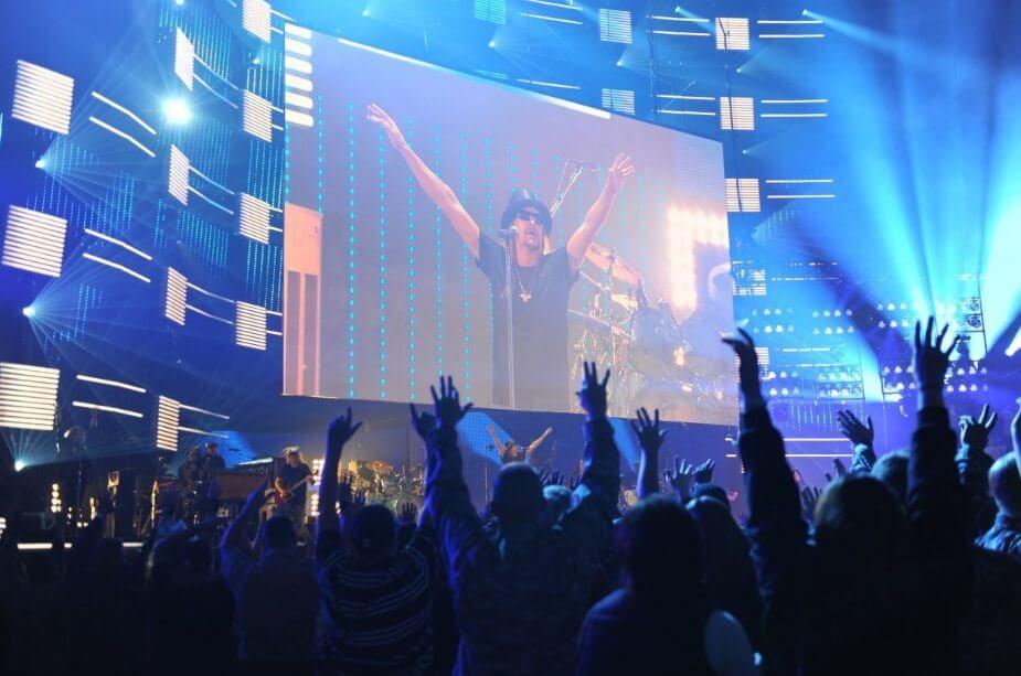 digital signage at concert
